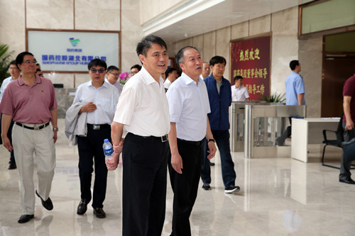 国医药集团董事长郭建新率领董事会成员到国控湖北公司调研